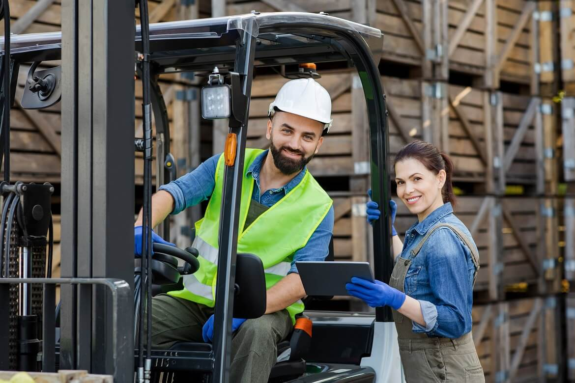 warehouse workers industry management with modern tehnology